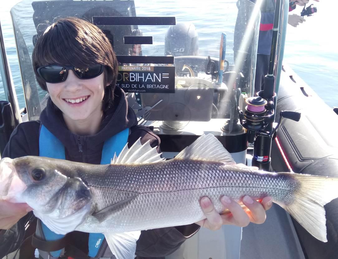 Bon cadeau sortie peche en mer , Golfe du Morbihan, peche au bar, Guide de pêche Morbihan, Mickaël Rio, carte cadeau pêche au bar
