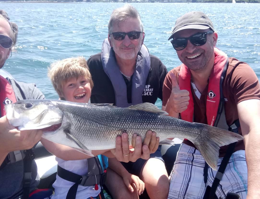 Gros succès pour la famille Beaucoté avec un magnifique bar de 73 cm pêché dans le Golfe du Morbihan, félicitations à vous !
