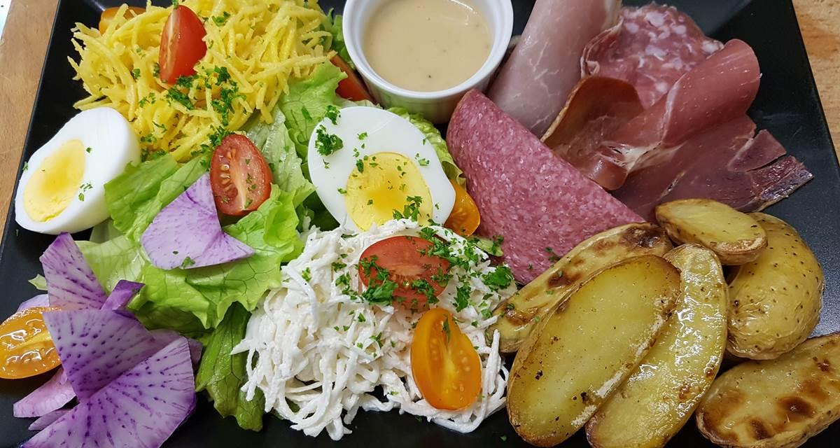 Assiette complète pour plateau repas