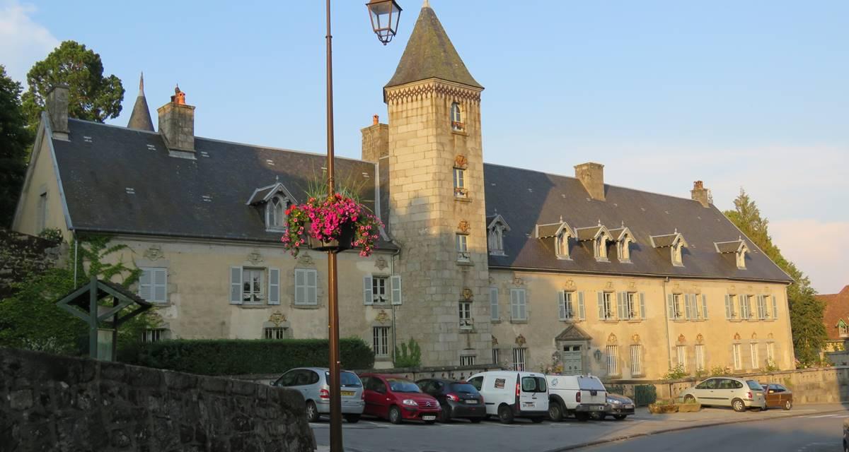 Château de Crocq , côté village.