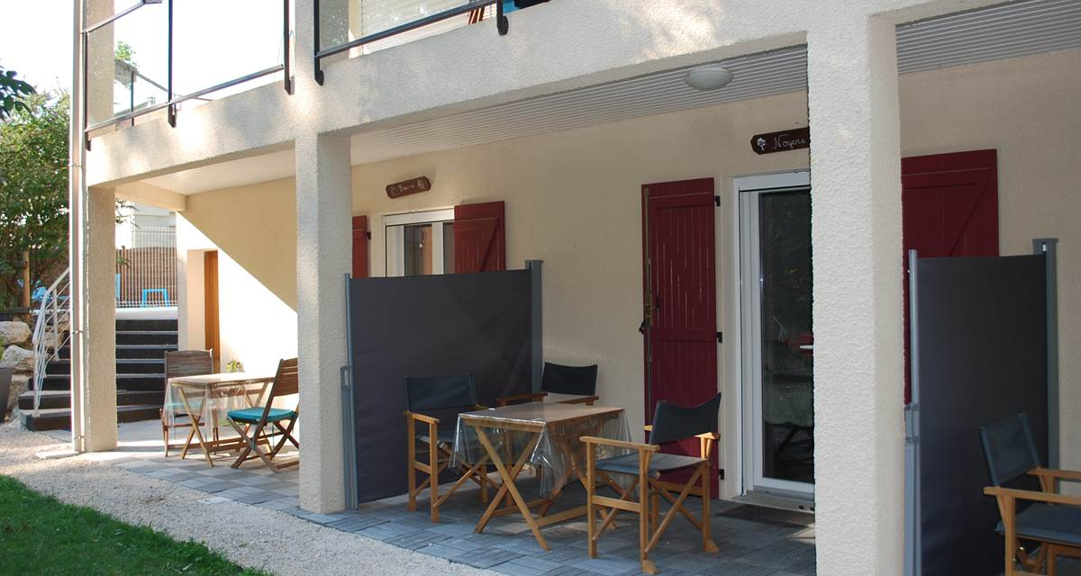 terrasse privative devant les chambres