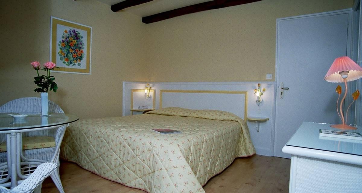 Villa Ric, chambres confortable et climatisées à Saint-Céré proche Rocamadour, vue nature