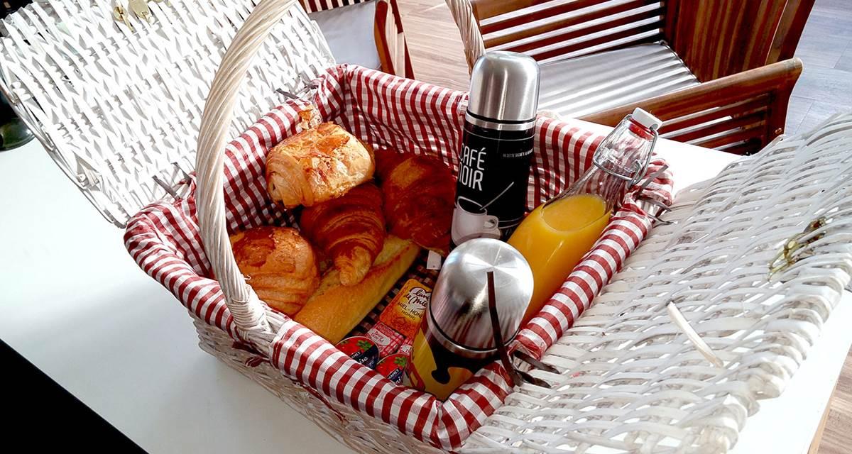 Panier petit déjeuner livré sur votre terrasse
