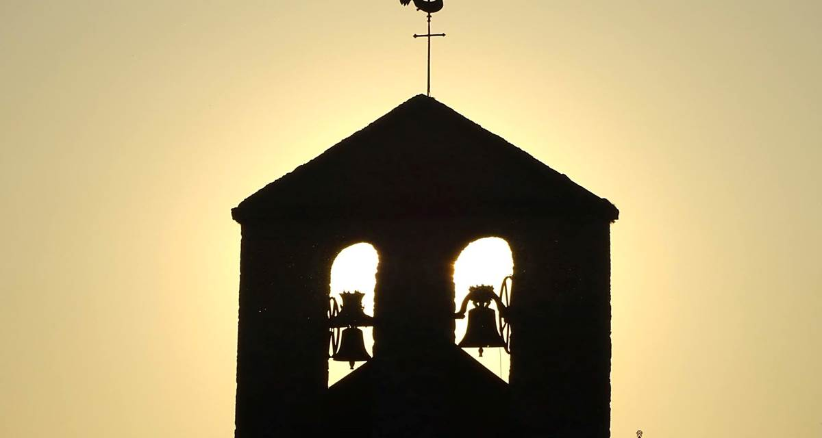l'eglise sous le coucher de soleil