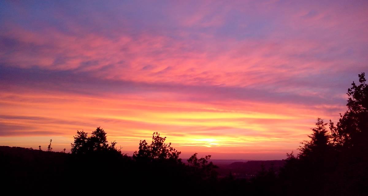 Villa Ric, soirée d'été et soleil sur la vallée de la Dordogne