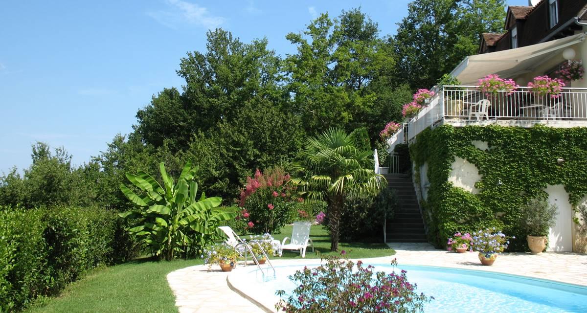 Villa Ric - terrasse vue vallée Dordogne - piscine chauffée
