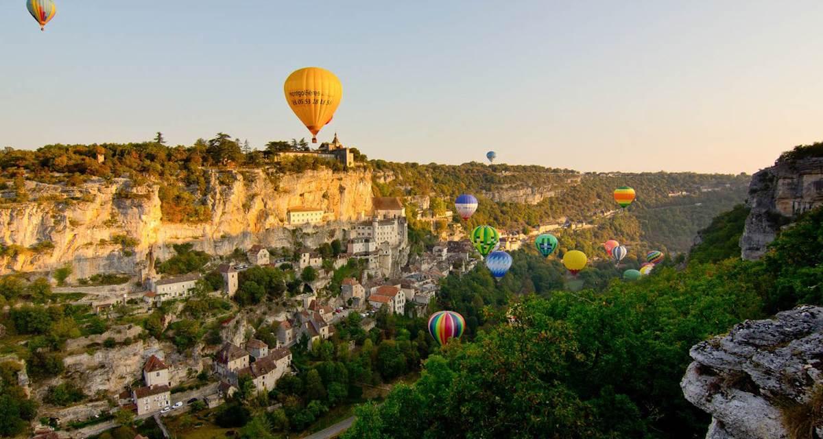 Voyage aerien étonnant - Montgolfiades © Cyril Novello - HD