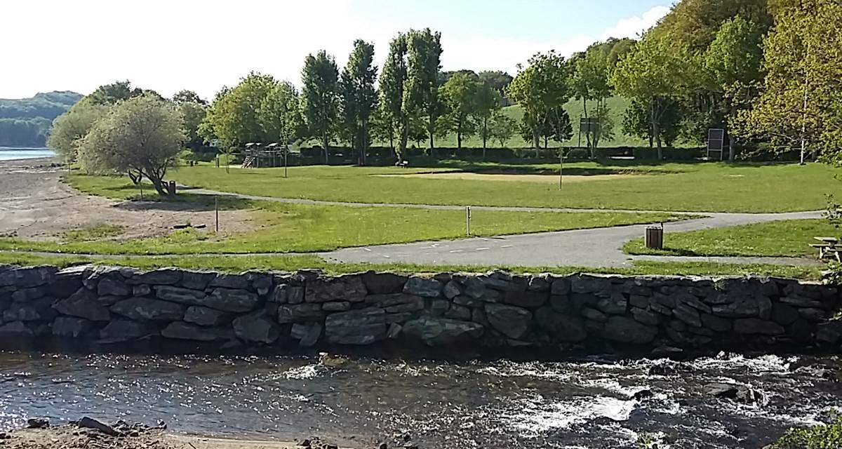 Lac-plage & entrée source