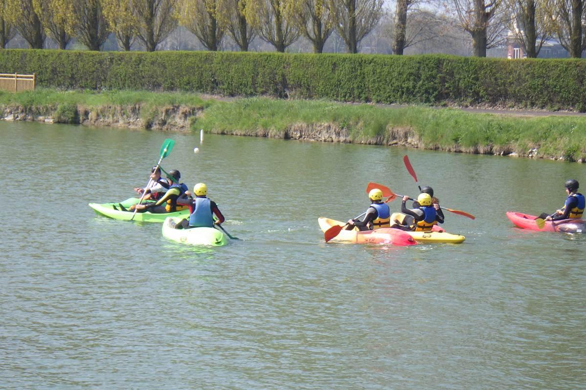 Concept Sport Émotion _ cycle canoë kayak collège _  activité de pleine nature