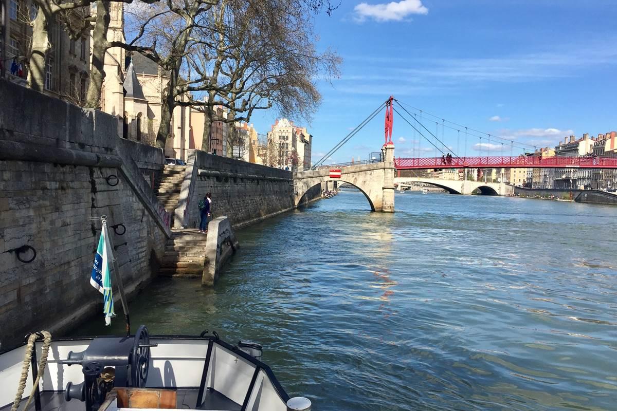 la péniche anna maria 4 à Lyon