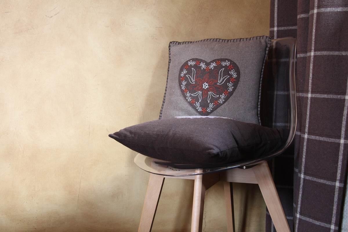 detail décoration coussin montagne chaise scandinave