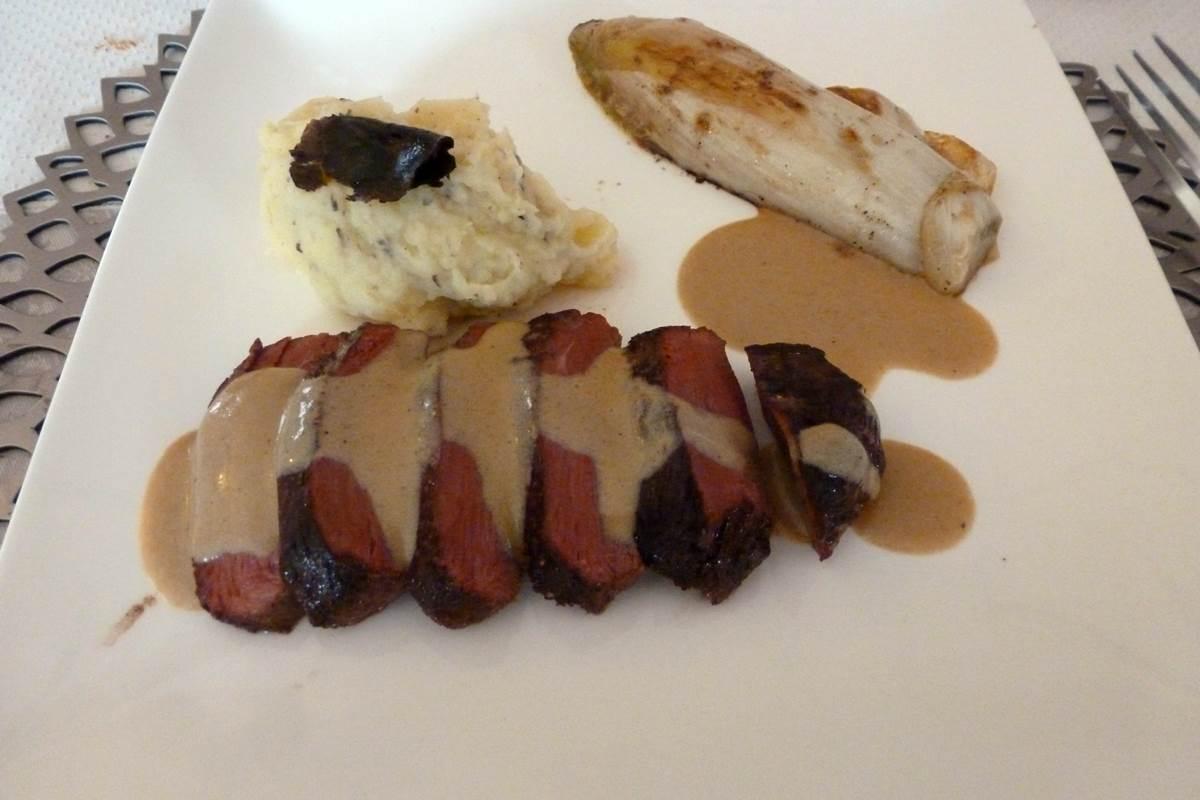 Magret de canard, endive, purée à la truffe (7)