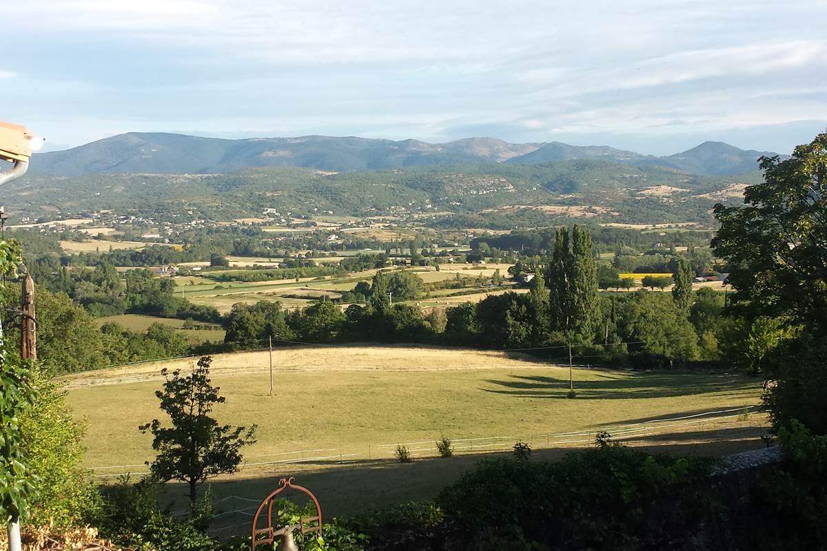 la vue vers la vallée de Chomerac vers l'ouest