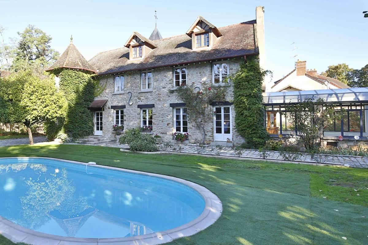 Le Clos Saint Lubin - Le domaine et la piscine