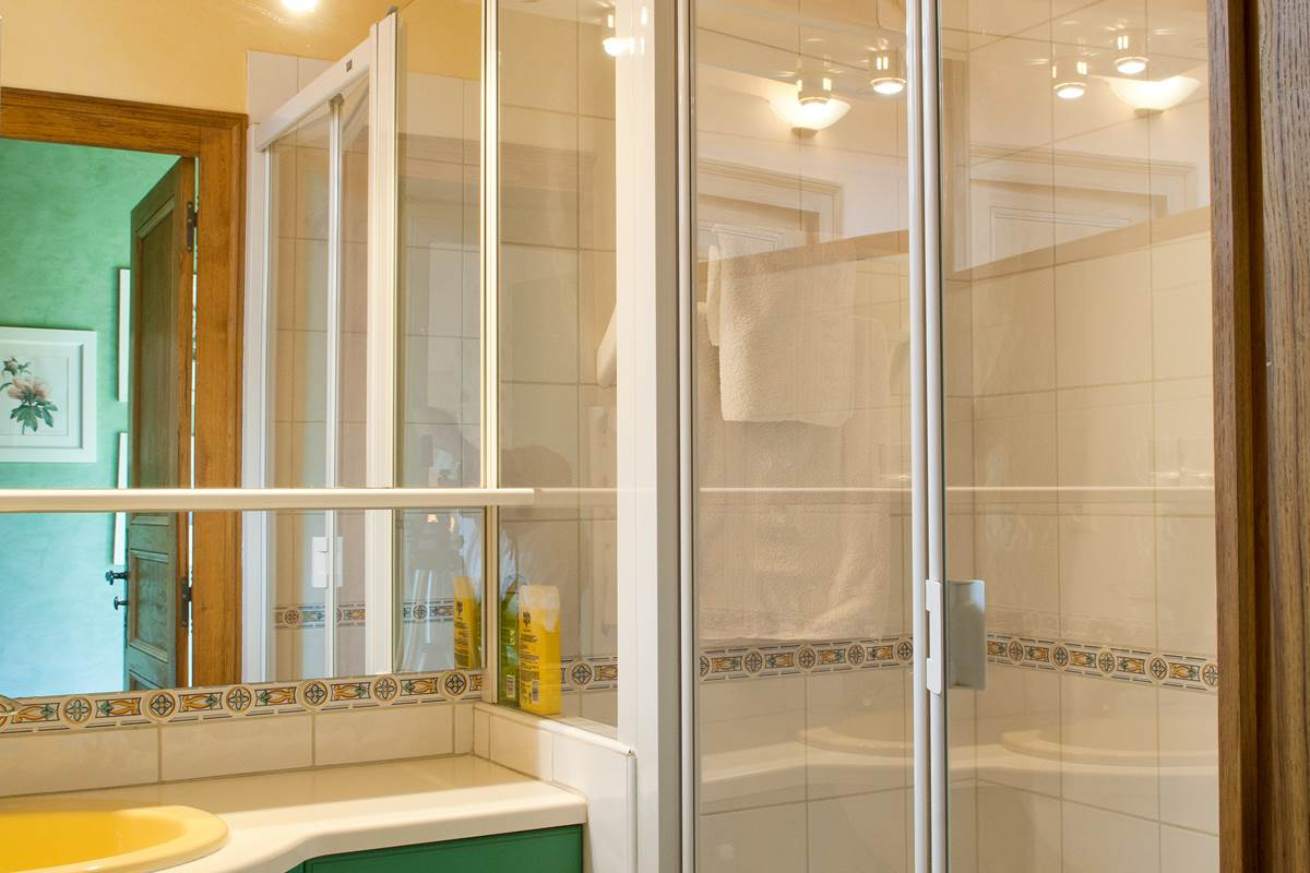 L'Annexe chambre double du 1 er étage la salle d'eaudouche