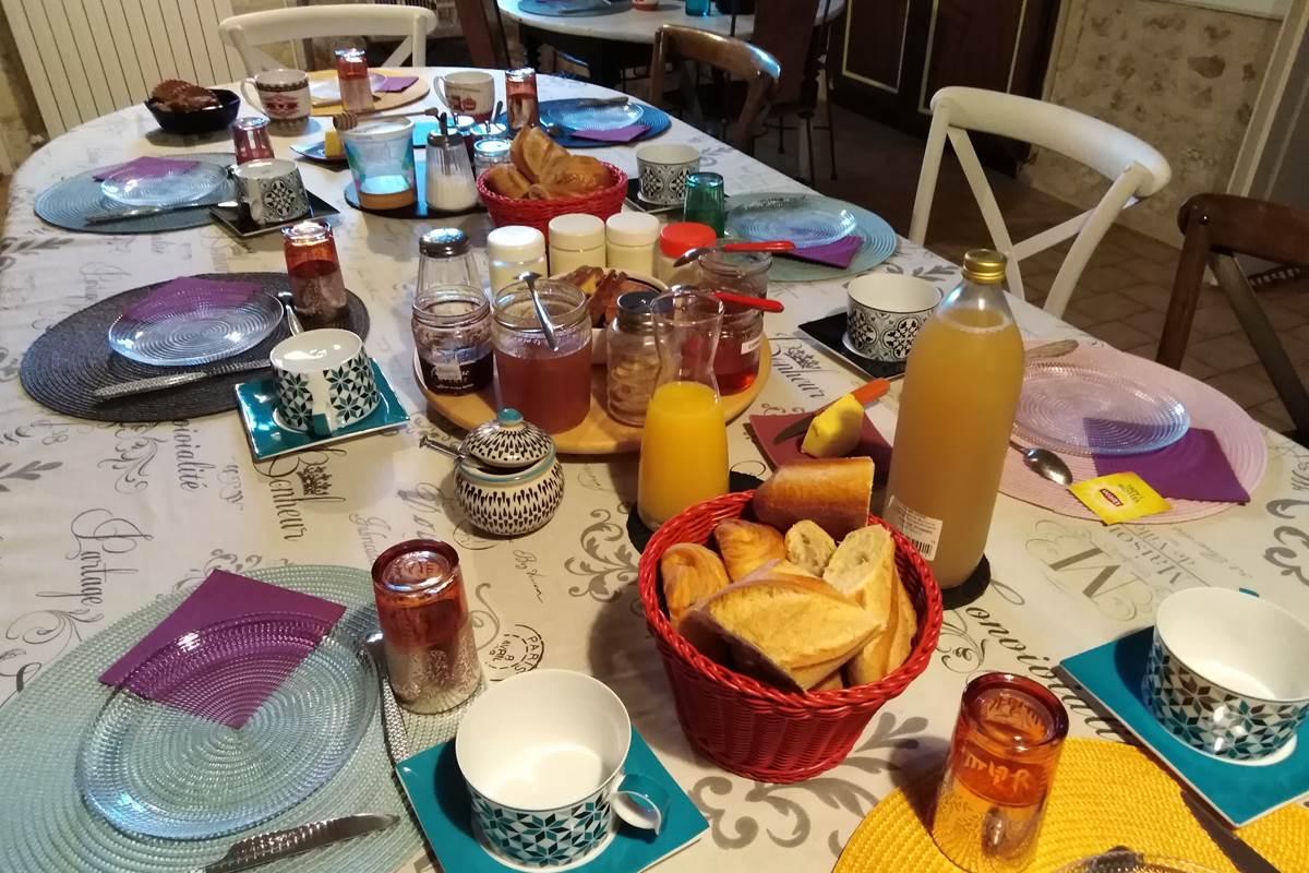 pt déjeuner dans la salle à manger