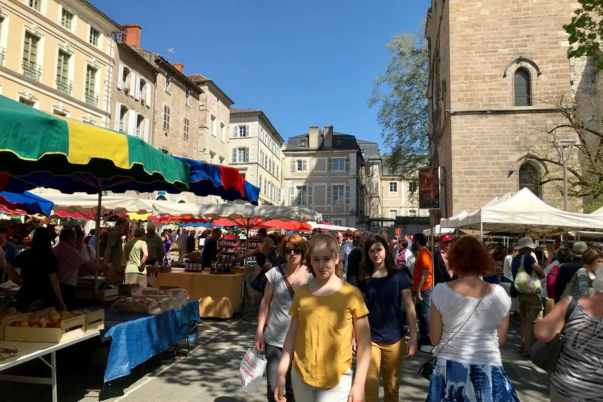 Très beau marché producteurs à Cahors
