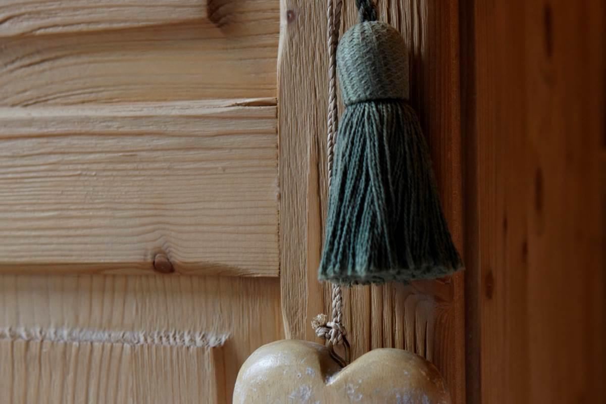 détail d'un porte junior suite petit coeur