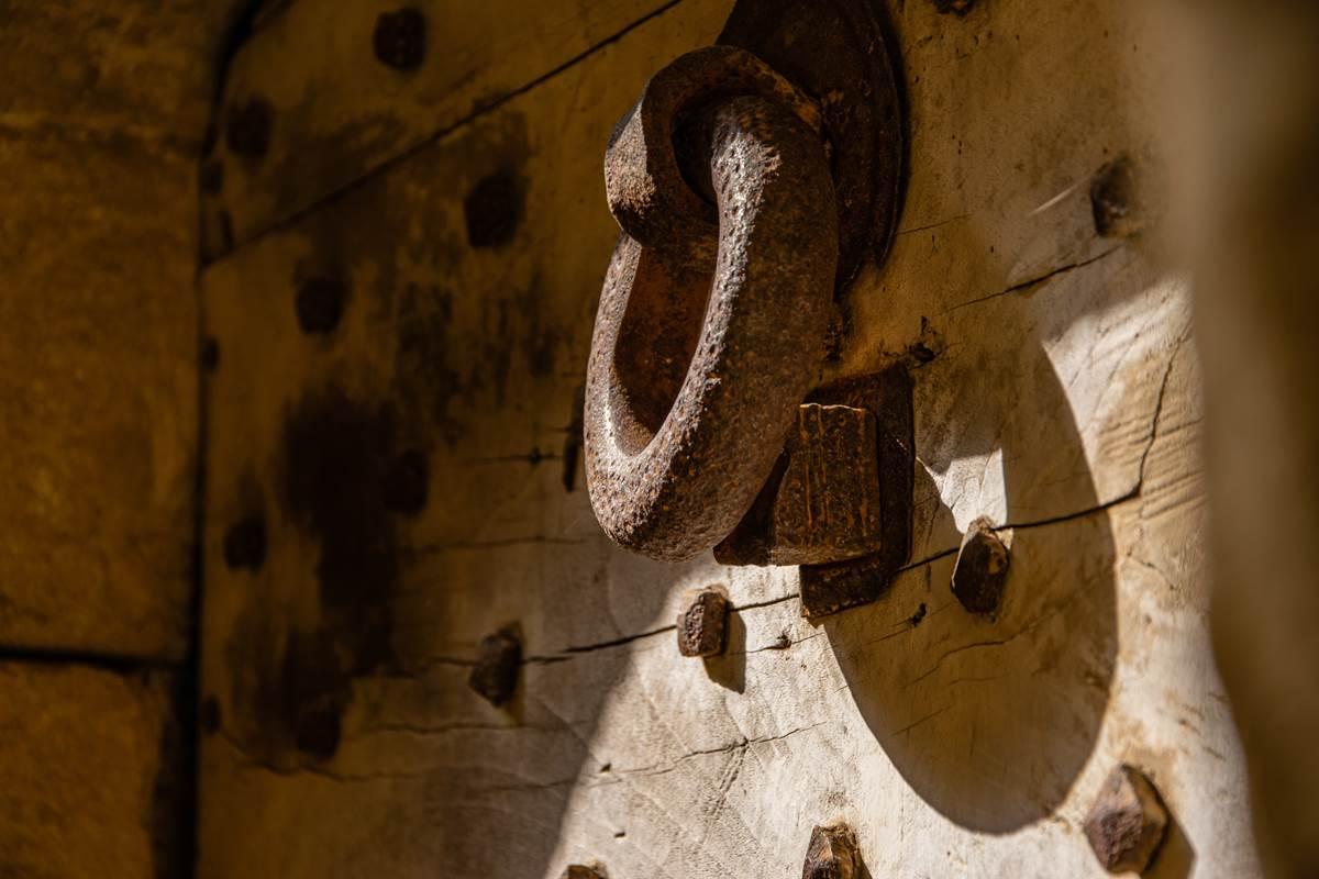 Jolie porte à Gourdon © Lot Tourisme - C