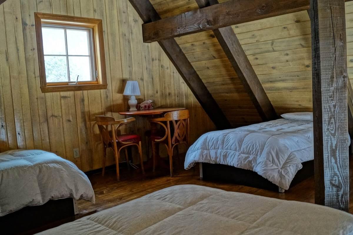 chambre du 3e étage du chalet de l'auberge du Lac Thomas
