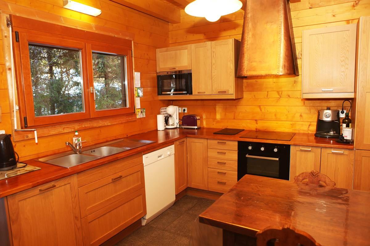 Cuisine, plaques à induction, four, micro-ondes, lave-vaisselle, réfrigérateur…