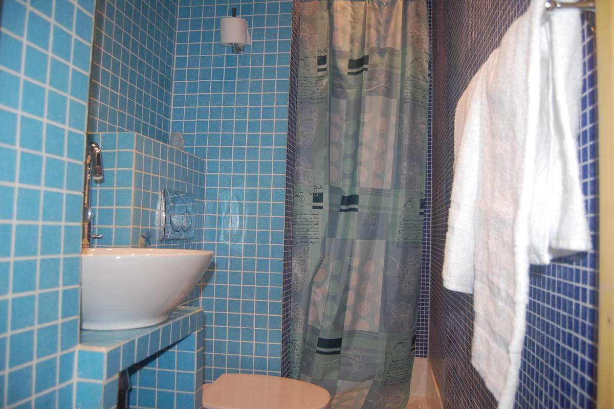 Salle de bain côté cour hôtel Jean Bart