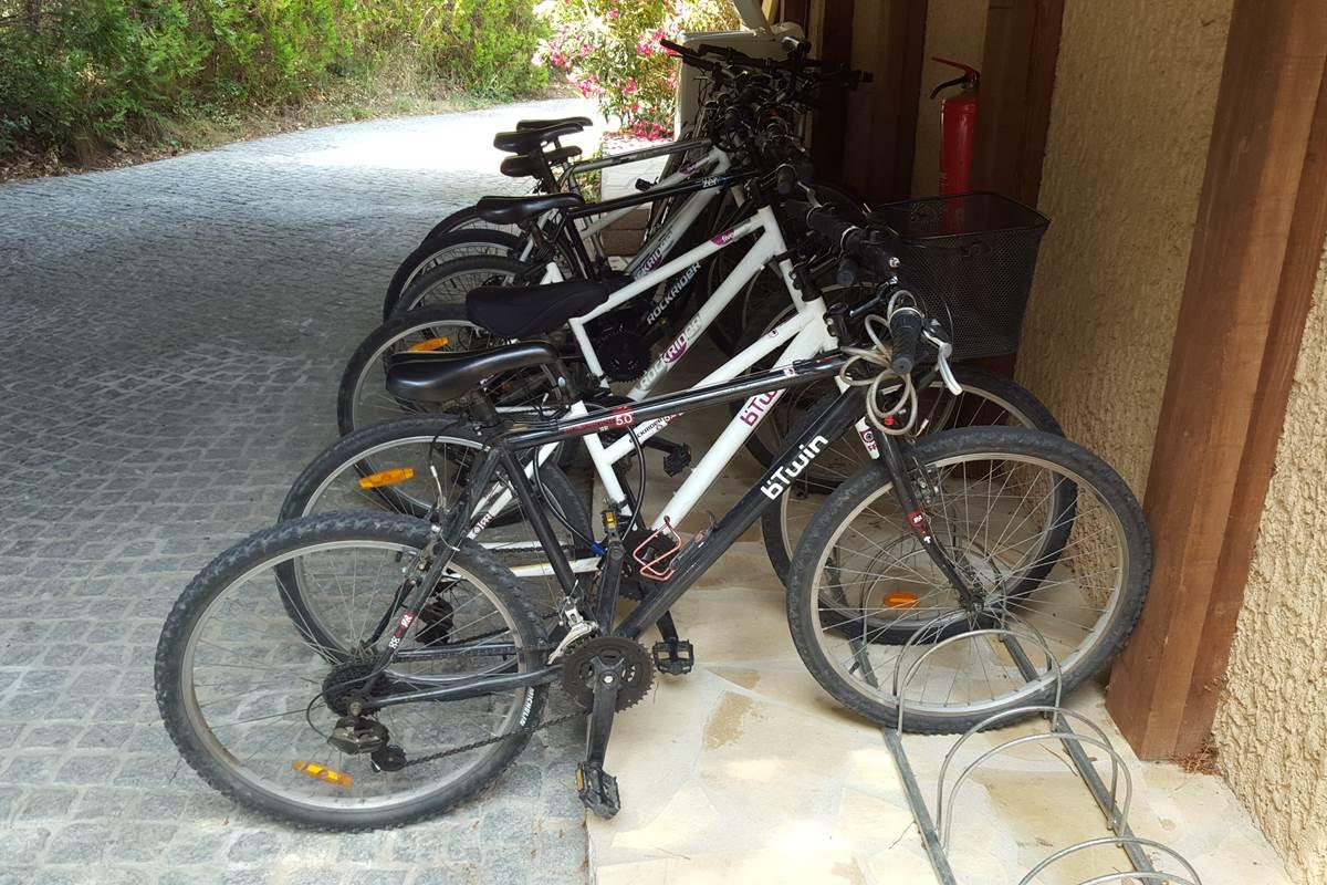 à disposition à la la villa les hespérides 2 vélos par gîte