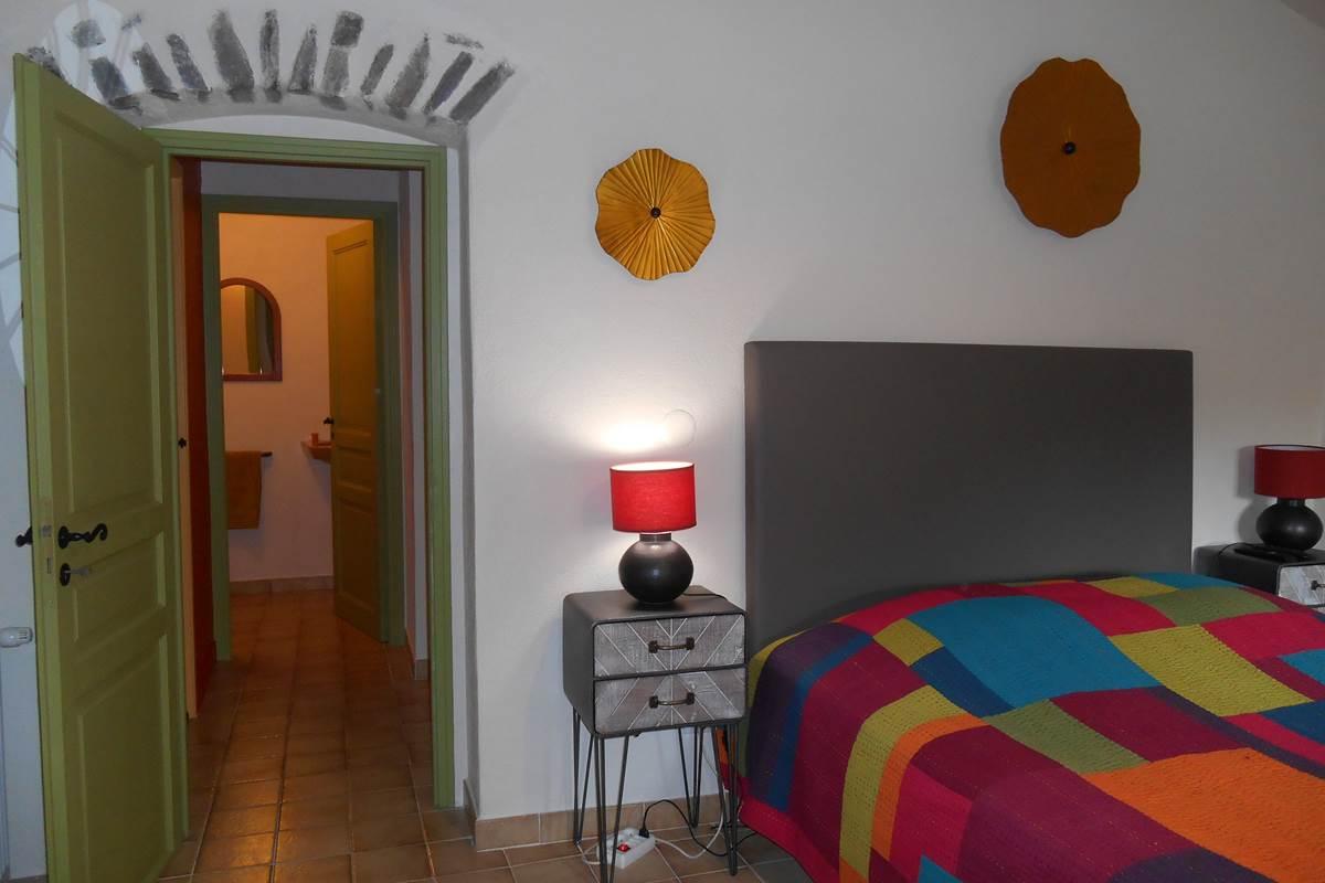 Vue chambre et couloir