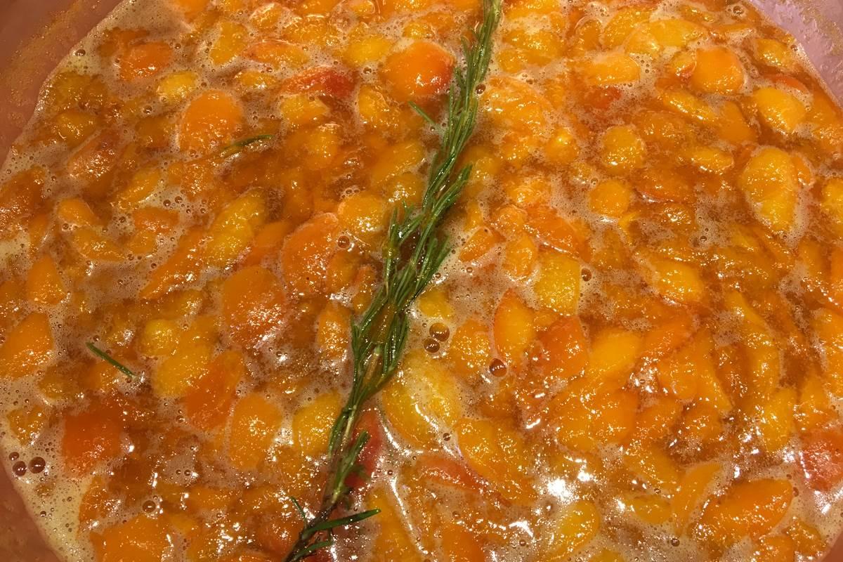 confiture abricot romarin Feuillantines bnb