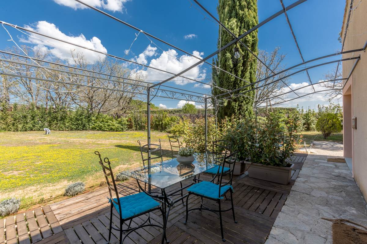 Terrasse privée . Vue sur jardin