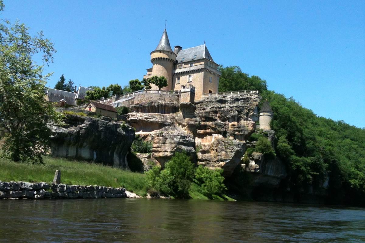 Château de Belcayre, la plus belle descente de la Vézère avec Canoë Family Saint Leon Sur Vézère