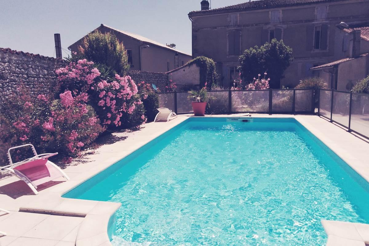 piscine extérieur ouvert Mai àSeptembre