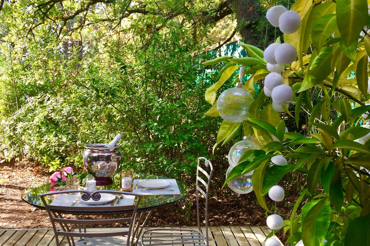 Votre terrasse privative sous les chênes