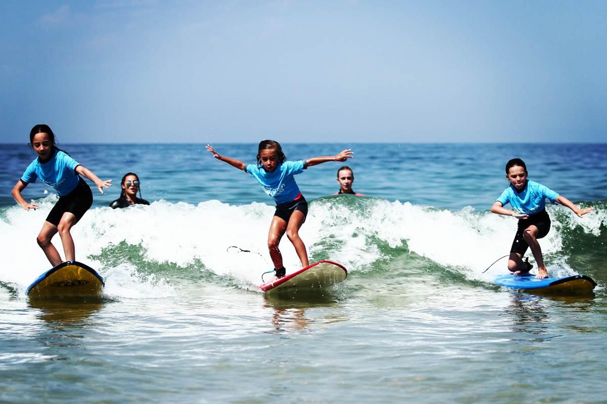 Apprendre et pratiquer le Surf avec vos enfants