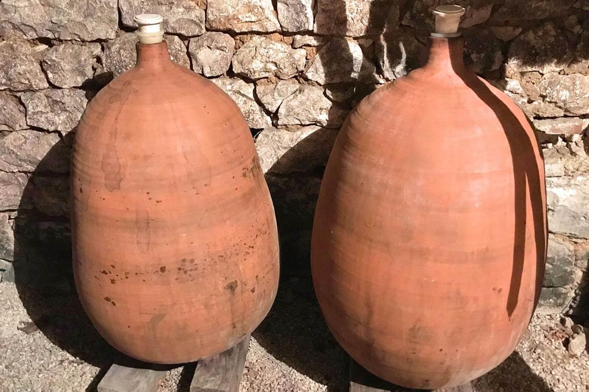 Les jarres de terre pour la cuvée Cot en Dolia