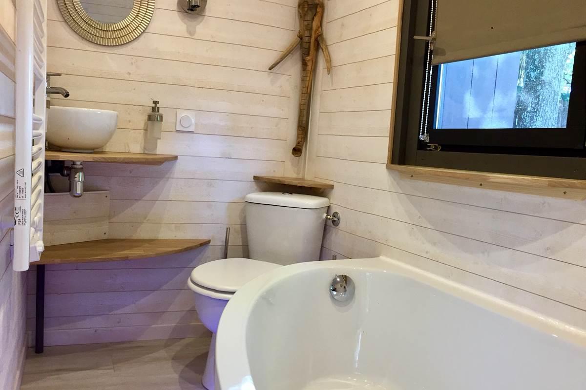 Baignoire et toilettes de votre roulotte