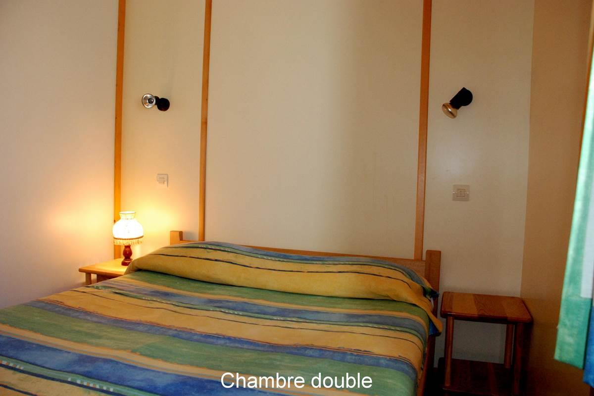 2 chambres avec 1 lit en 140