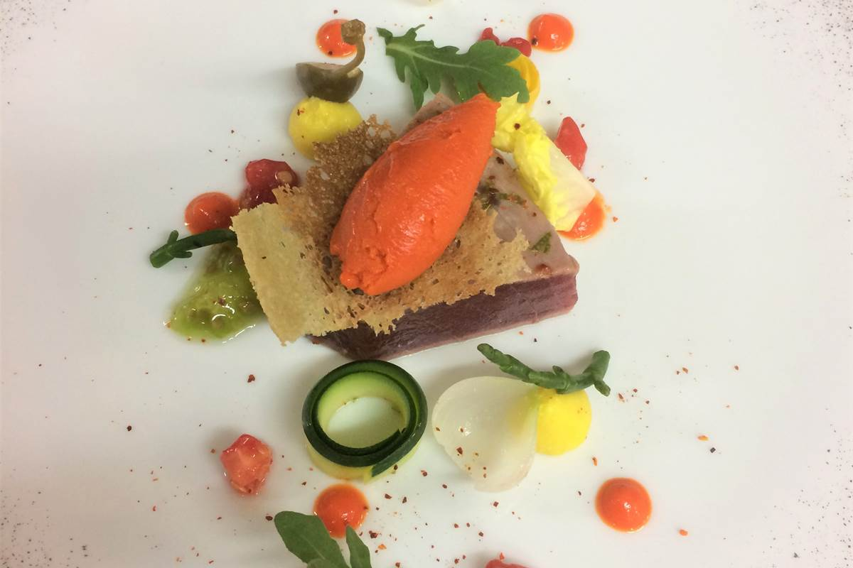 thon rouge de st jean de luz, sorbet poivron et condiments d'été  (1)