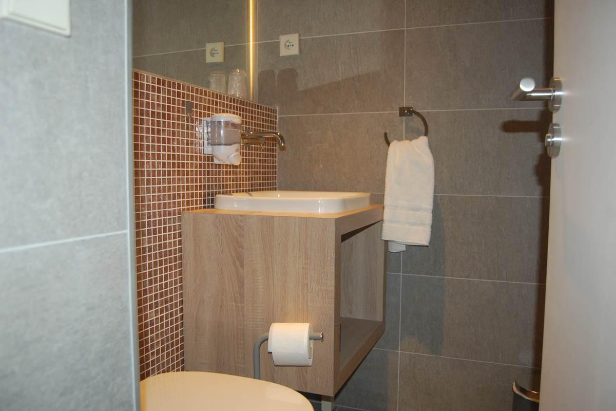 Suite WC séparés HJB proche bon marché galeries Lafyettes montparnasse