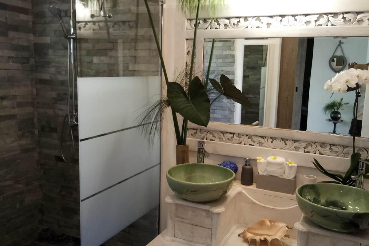 Salle de bain Suite Romantique Jardin de Ravintsara