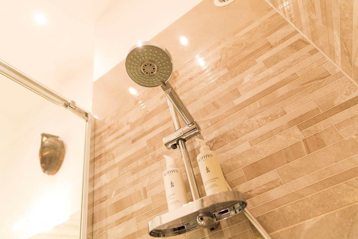La douche - Les Effrontés Louis Blanc