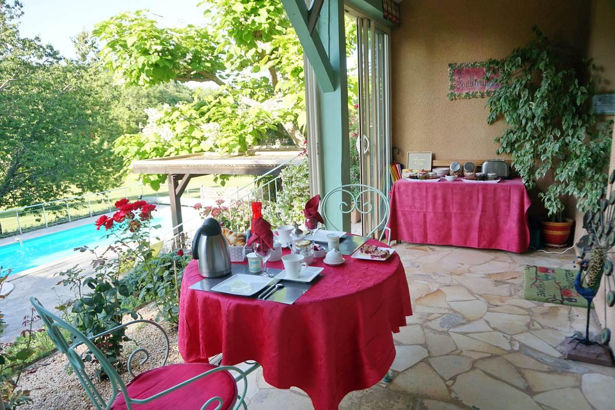 petit dejeuner véranda breakfast dordogne Les Feuillantines