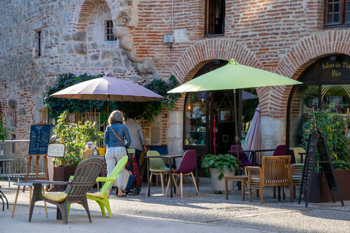 Terrasse rue Daurade à Cahors © Cyril Novello - Lot Tourisme