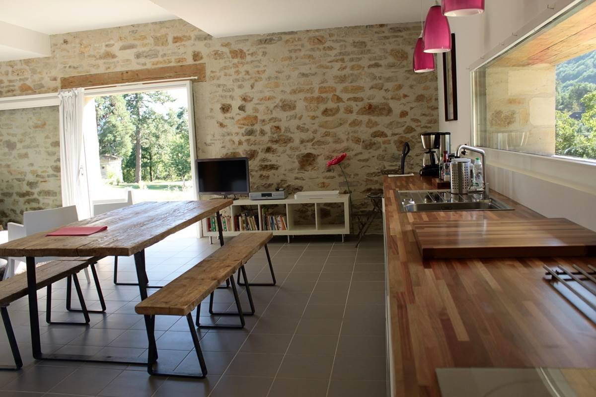 La cuisine de la grange étable du Broual, gîte de charme dans le Lot