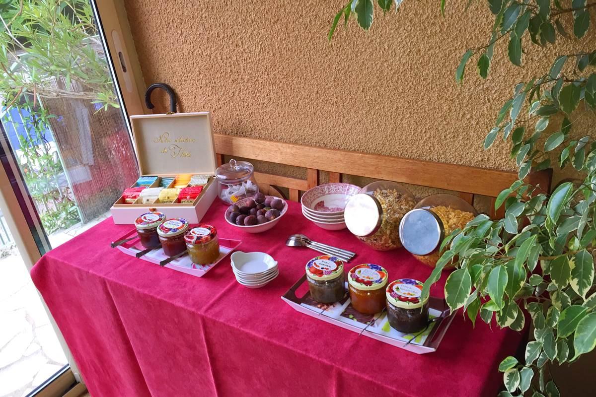 buffet confitures breakfast dordogne Les Feuillantines
