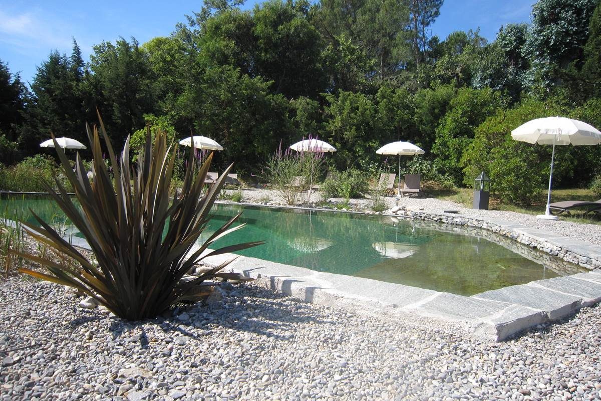 la baignade naturelle de la villa les hespérides à grimaud