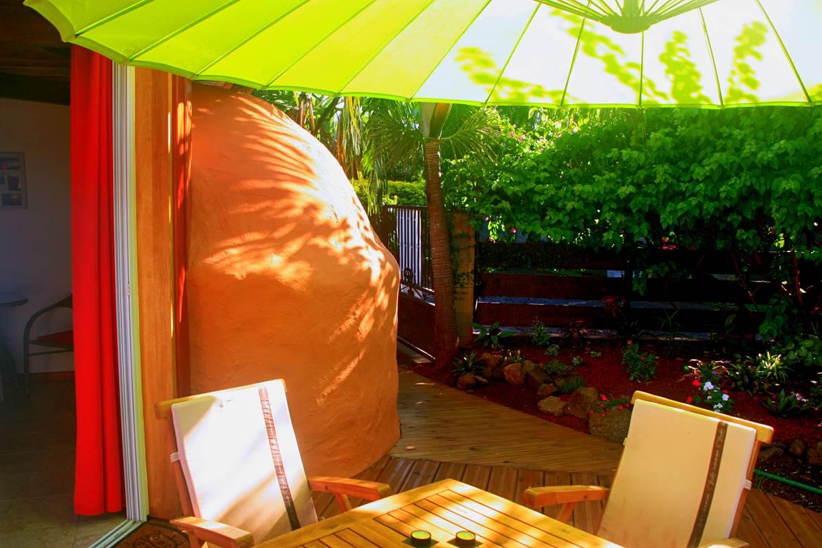 La terrasse, dans son jardin privatif