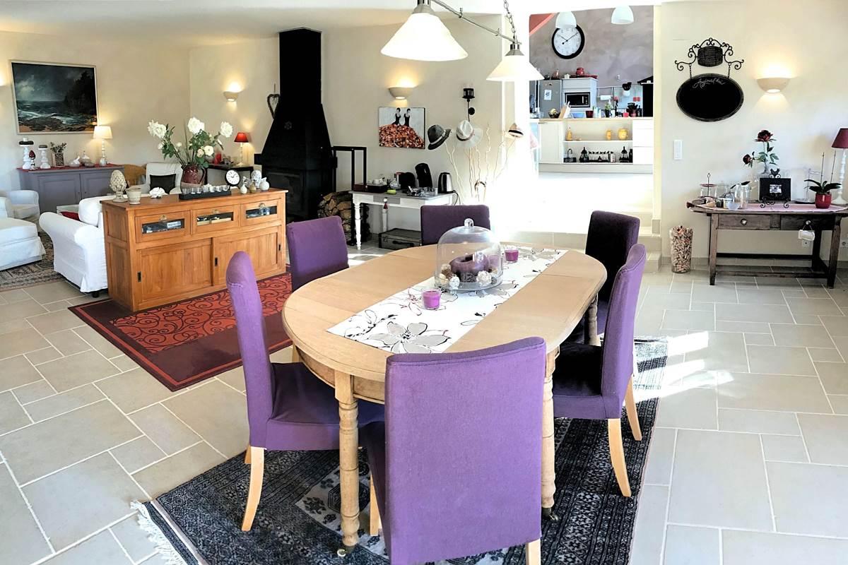 Grand séjour avec salon, salle à manger de Côté Granges