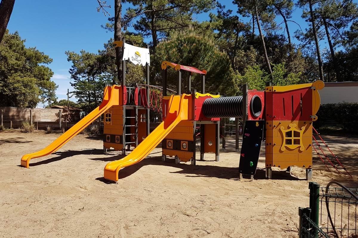 Aire de jeux des Pirates - Camping Les Pins d'Oléron - Ile d'Oléron