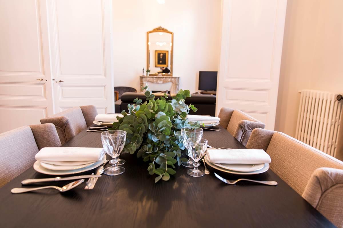 Salle à manger et salon en enfilade - Les Effrontés Louis Blanc